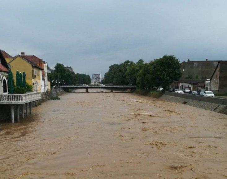 U Valjevu uvedena redovna odbrana od poplava! Sve službe u pripravnosti!