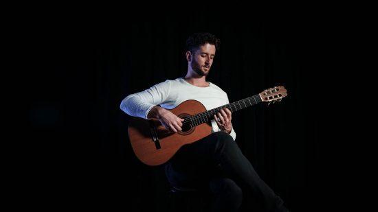 Sa-Fb-strane-Momcilo-Aleksandric-Classical-Guitarist