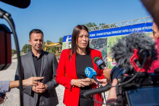 Vujovic-i-Jankovic-obilaze-radove-na-izgradnji-linijskog-parka-u-Mionici-3